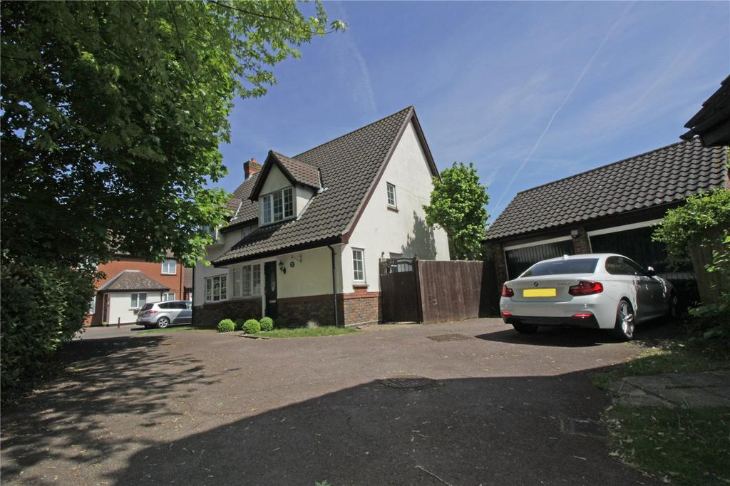 4 Bedrooms Detached House for sale in The Pines, Steeple View, Essex, SS15