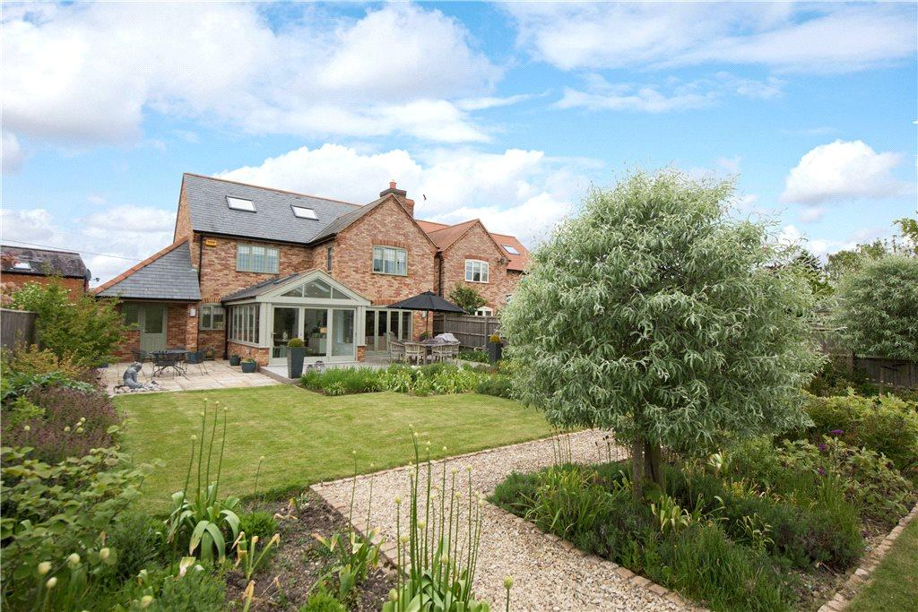 6 Bedrooms Detached House for sale in Eythrope Road, Stone, Aylesbury, Buckinghamshire