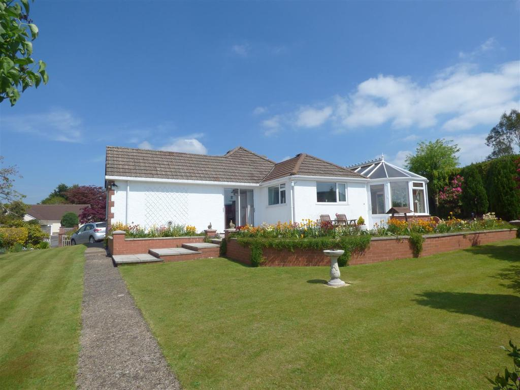 5 Bedrooms Bungalow for sale in Parklands, South Molton