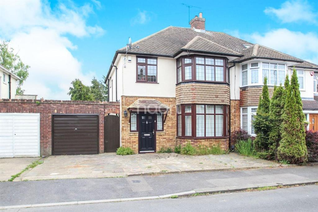 3 Bedrooms Semi Detached House for sale in Form An Orderly Queue In Putteridge