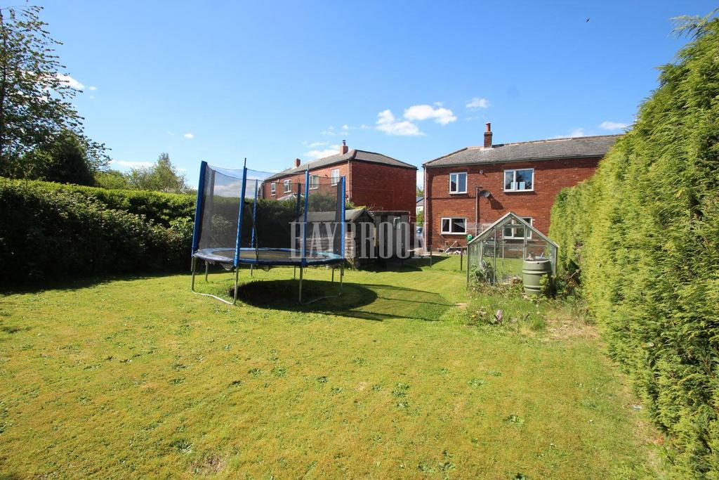 3 Bedrooms Semi Detached House for sale in Walton Street, Gawber