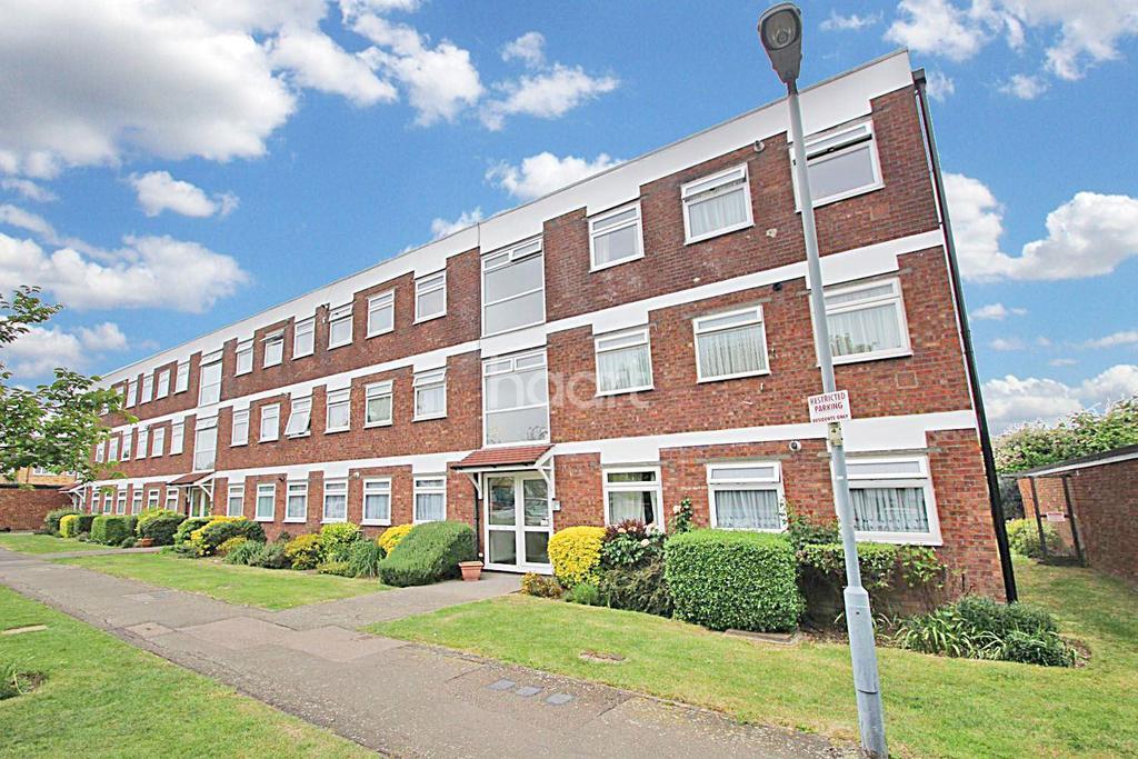 2 Bedrooms Flat for sale in Poplar Way, Barkingside