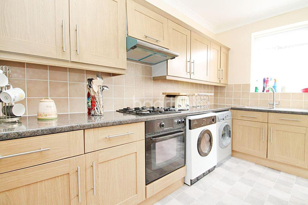 3 Bedrooms Terraced House for sale in Essex Road, Barking, Essex