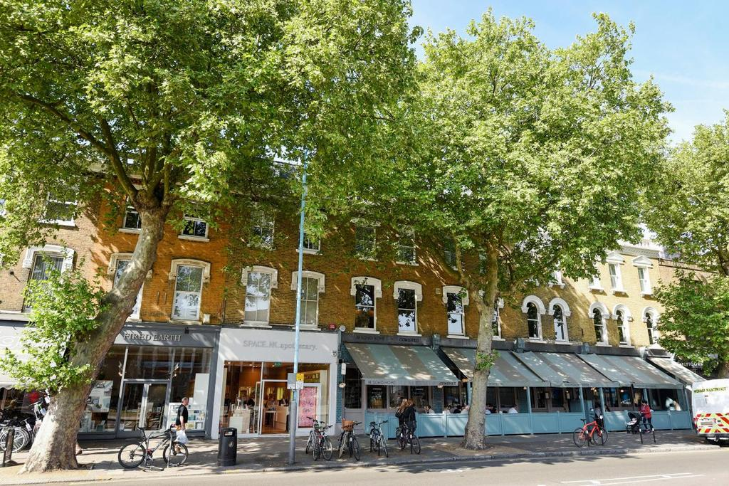 2 Bedrooms Flat for sale in Chiswick High Road, Chiswick