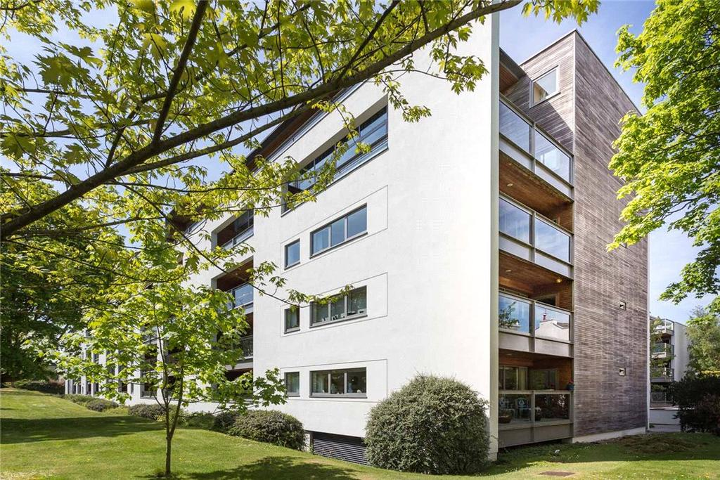 3 Bedrooms Flat for sale in Century Court, Montpellier Grove, Cheltenham, Gloucestershire, GL50