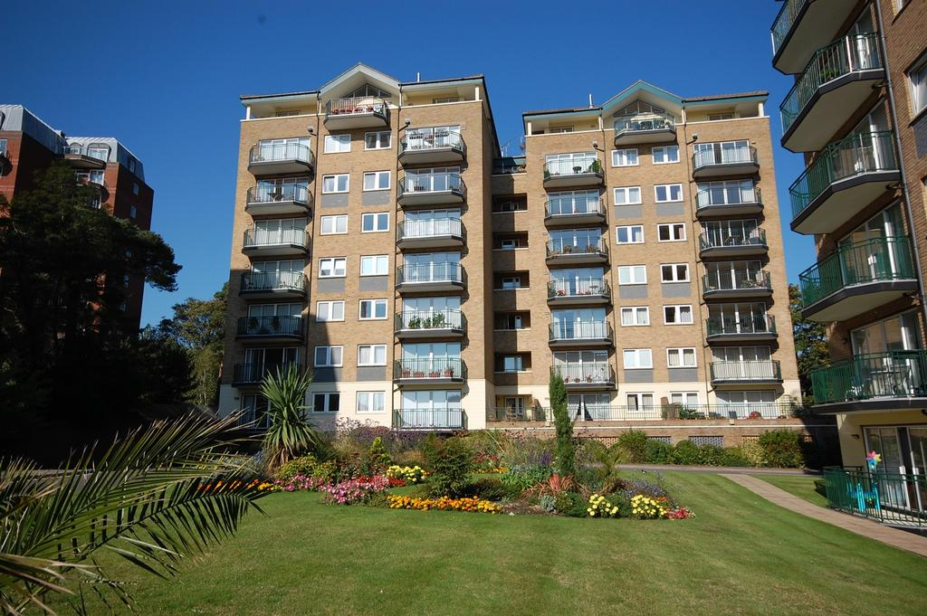 3 Bedrooms Apartment Flat for sale in Keverstone Court, 97 Manor Road, Bournemouth BH1