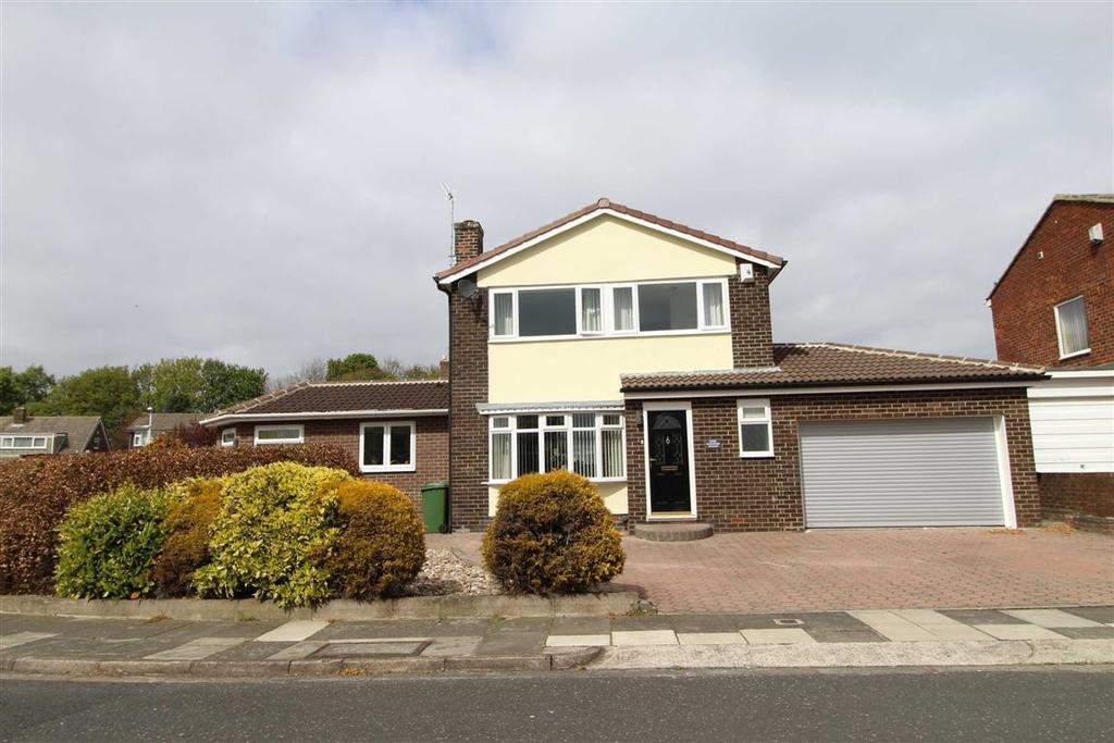 4 Bedrooms Detached House for sale in Greystoke Avenue, Whickham, Newcastle Upon Tyne