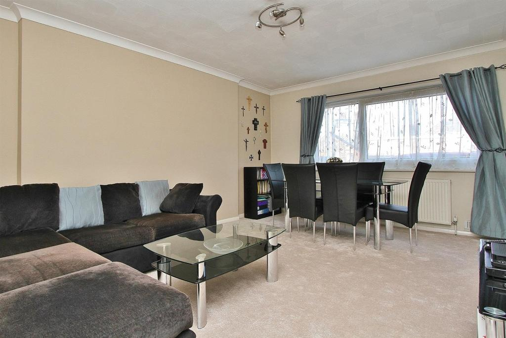 2 Bedrooms Flat for sale in Compton Road