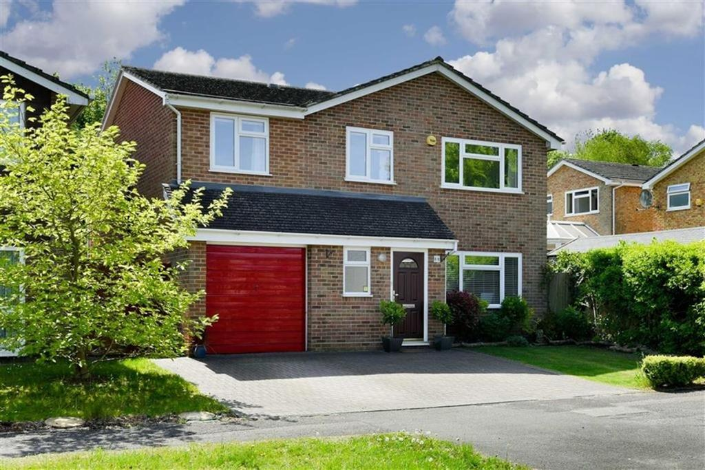 4 Bedrooms Detached House for sale in High Beeches, Banstead, Surrey