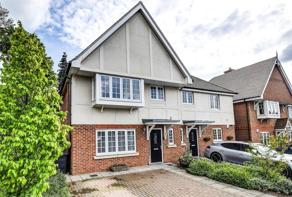 3 Bedrooms Semi Detached House for sale in London Road, HINDHEAD, Surrey