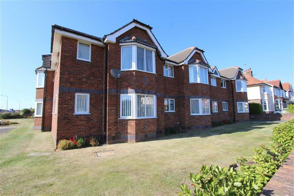 2 Bedrooms Apartment Flat for sale in 421 Clifton Drive North, Lytham St Annes, Lancashire