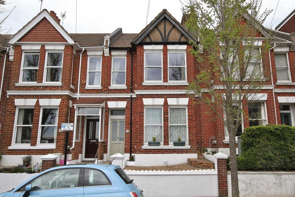 2 Bedrooms Flat for sale in Hythe Road