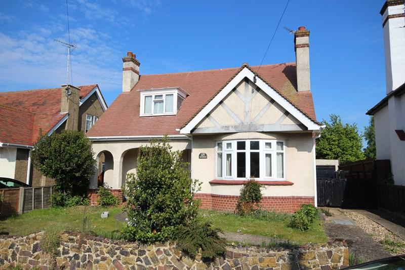 3 Bedrooms Detached House for sale in Carlton Road, Clacton-On-Sea