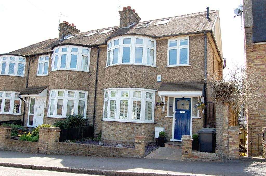 4 Bedrooms End Of Terrace House for sale in Westbury Lane, Buckhurst Hill, IG9