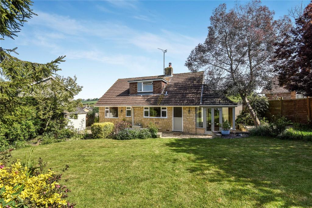 4 Bedrooms Detached Bungalow for sale in Olivers Close, Cherhill, Calne, Wiltshire