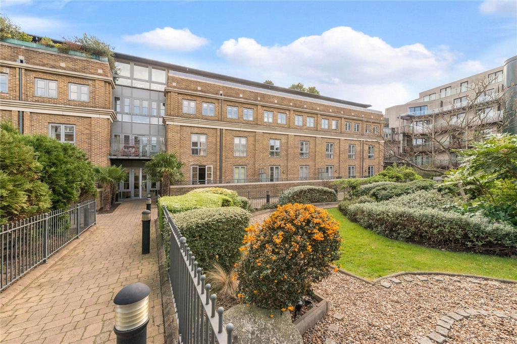 House for sale in Angel On The Green, Essex Road, London