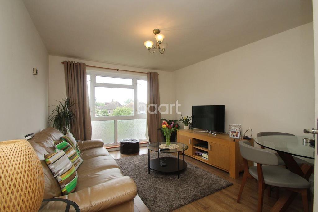 1 Bedroom Flat for sale in Hamilton Drive, Harold Wood