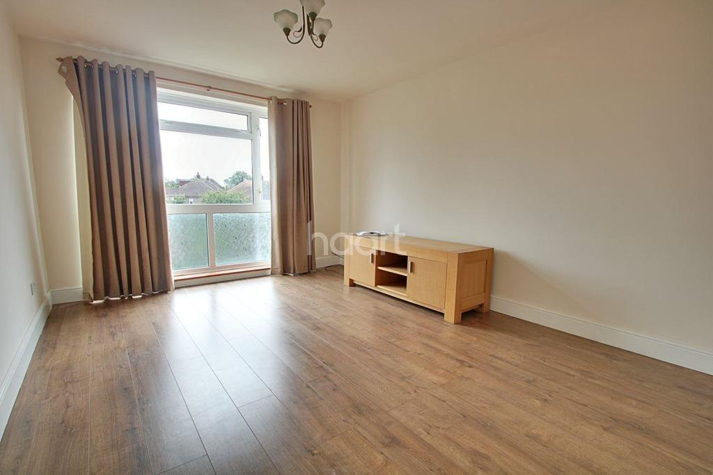 1 Bedroom Flat for sale in Hamilton Drive, Harold Wood