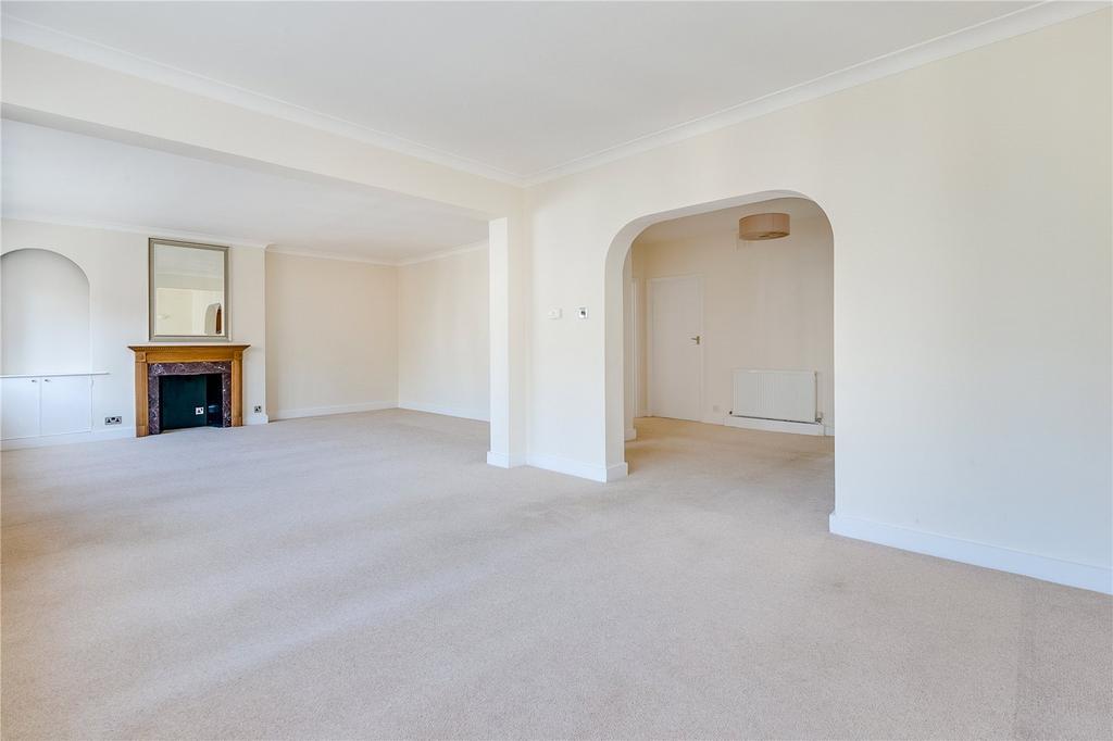 2 Bedrooms Flat for sale in Gloucester Road, South Kensington, London