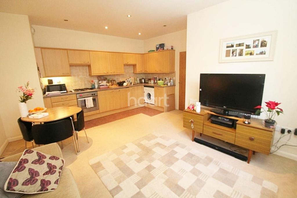2 Bedrooms Flat for sale in North Street