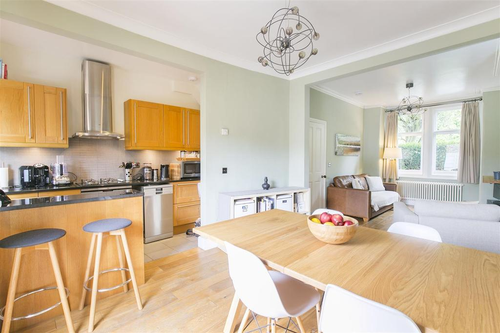 3 Bedrooms Terraced House for sale in Wandle Bank, Colliers Wood, SW19