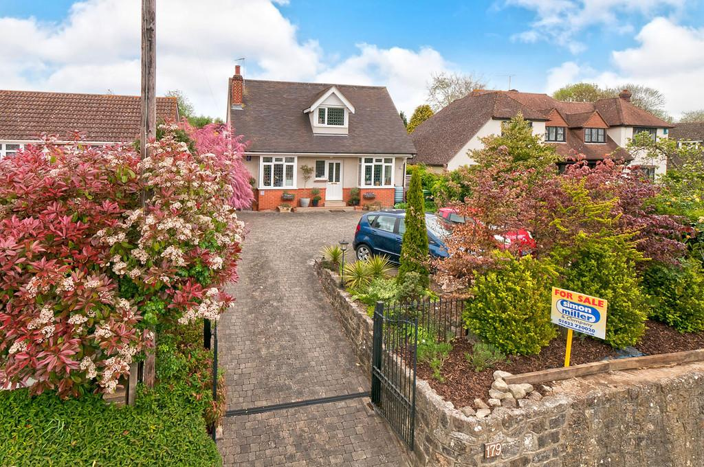4 Bedrooms Detached House for sale in Ashford Road, Bearsted