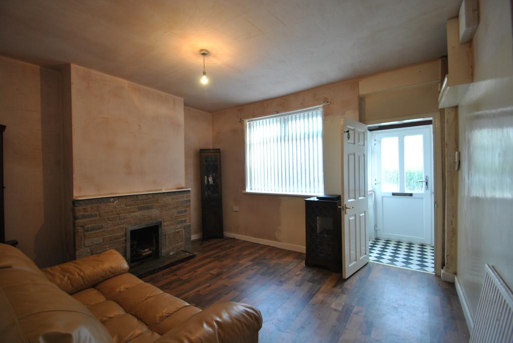 3 Bedrooms Terraced House for sale in Staveley Street, Edlington, Doncaster
