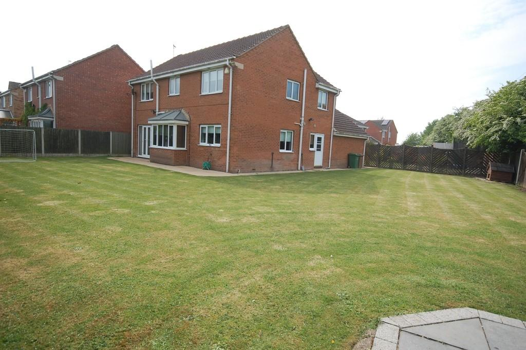 4 Bedrooms Detached House for sale in Butterbur Drive, Goole