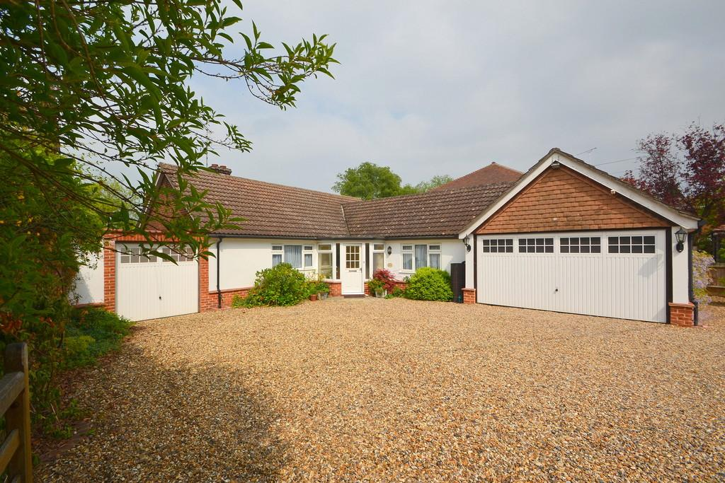 3 Bedrooms Detached Bungalow for sale in East Hanningfield Road, Howe Green