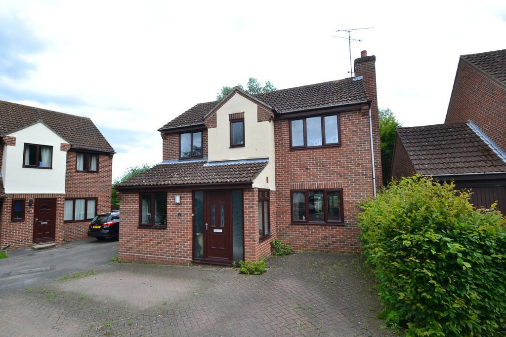 3 Bedrooms Detached House for sale in Bluebell Close, Witham