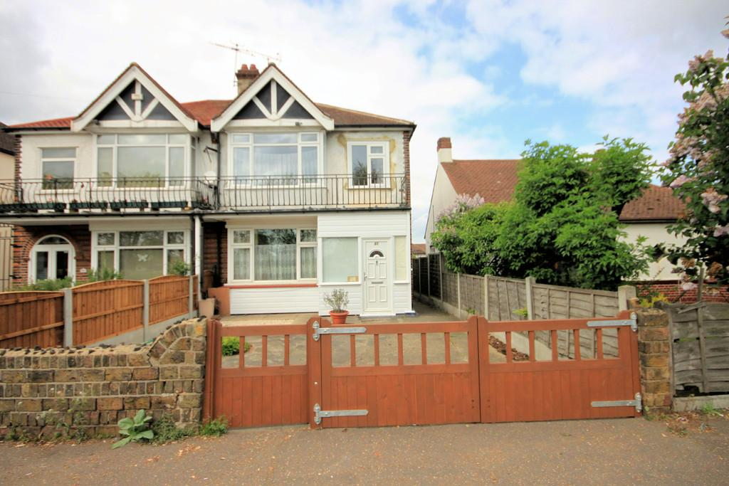 3 Bedrooms Semi Detached House for sale in Eastern Avenue, Southend-on-Sea