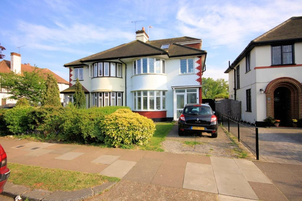 4 Bedrooms Semi Detached House for sale in Greenways, Thorpe Bay