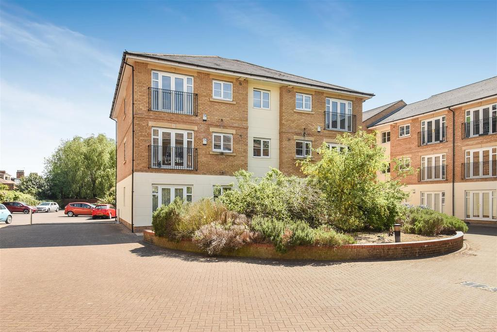 2 Bedrooms Apartment Flat for sale in Long Ford Close, Grandpont