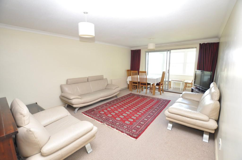 2 Bedrooms Apartment Flat for sale in Portsmouth Road , Guildford