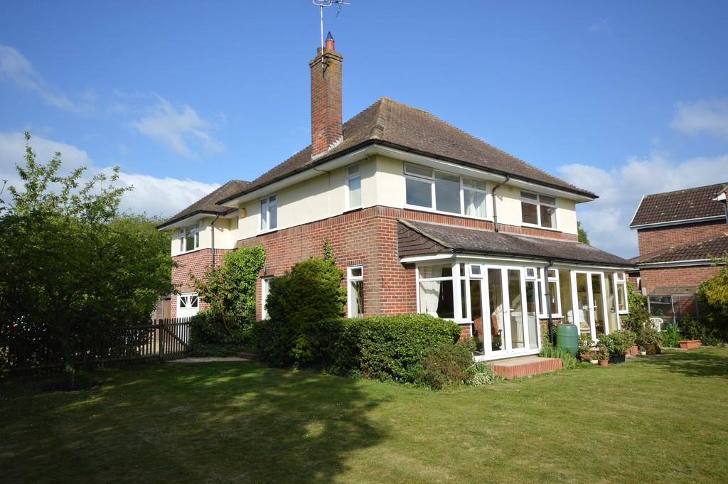 5 Bedrooms Detached House for sale in The Chase, off Irvine Road