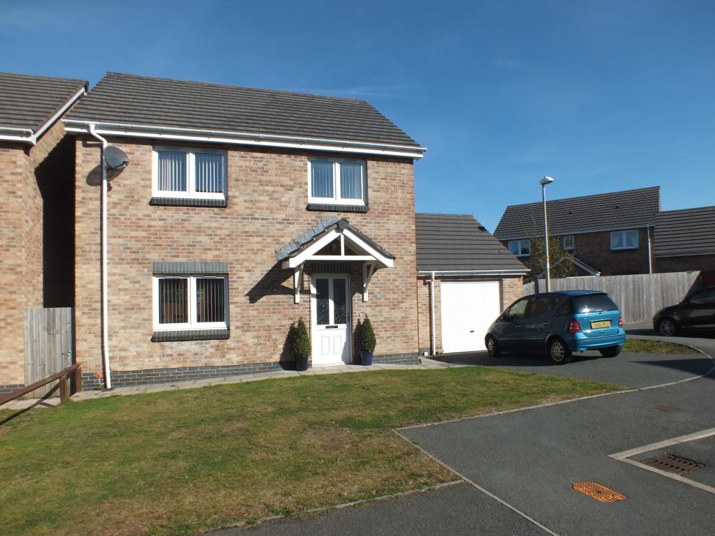 3 Bedrooms Detached House for sale in Skomer Drive, Milford Haven, Pembrokeshire