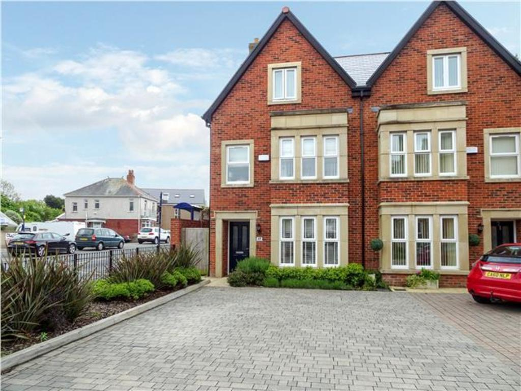 4 Bedrooms Semi Detached House for sale in SOUTH ROAD, PORTHCAWL CF36 3DA