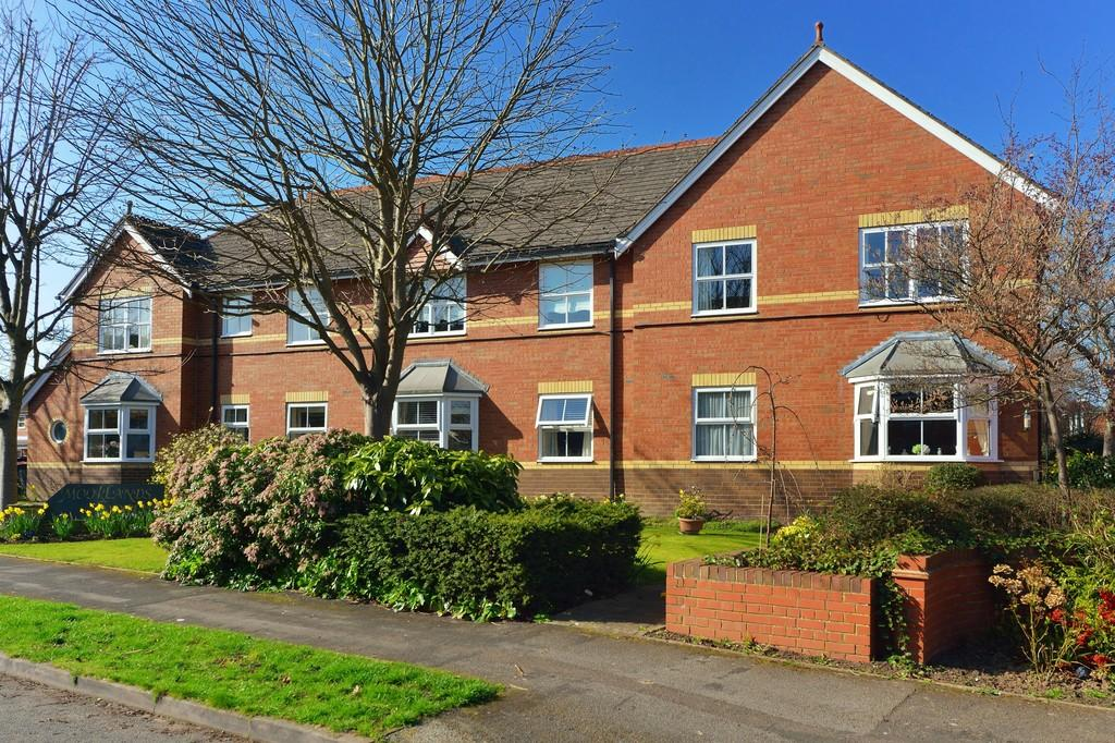 2 Bedrooms Ground Flat for sale in Moorlands Avenue, Kenilworth