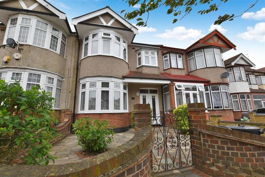 3 Bedrooms Terraced House for sale in Torquay Gardens, Ilford