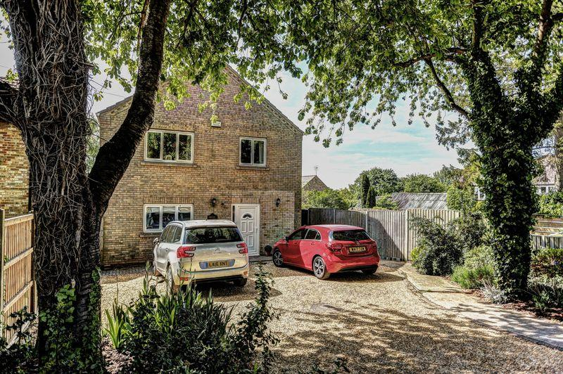 4 Bedrooms Detached House for sale in 83a The Row, Sutton