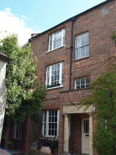 2 bedroom apartment to rent - LOVELY SPACIOUS APARTMENT IN GEORGIAN PERIOD PROPERTY.
