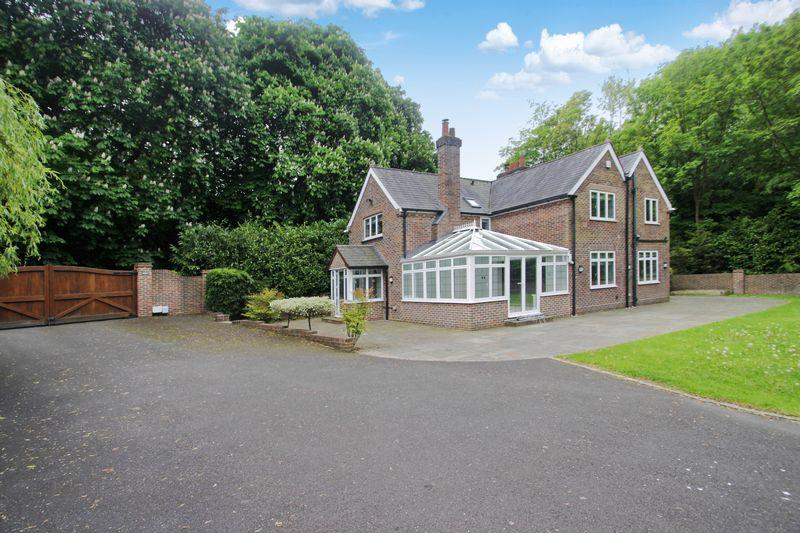 3 Bedrooms Detached House for sale in Headley