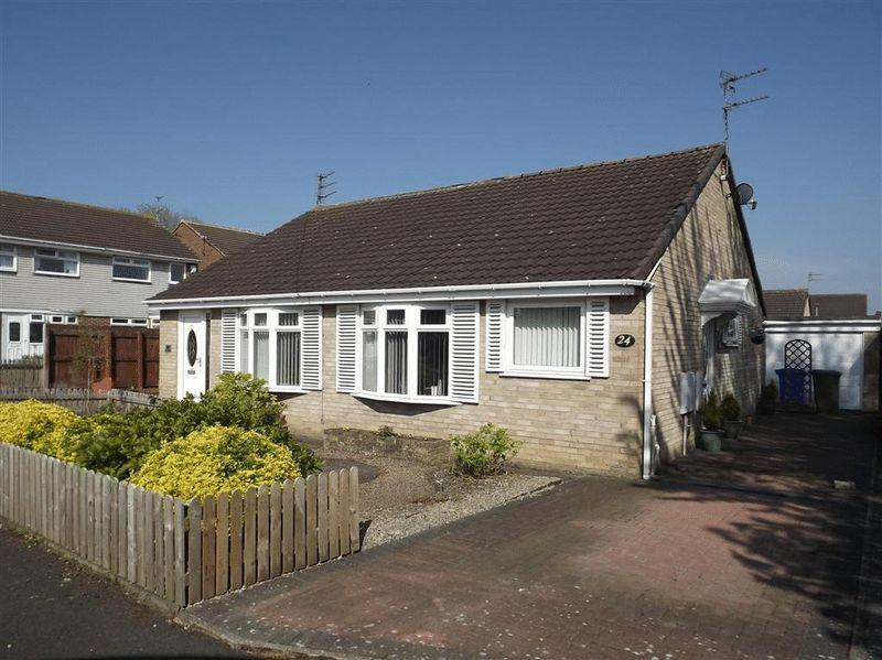 2 Bedrooms Semi Detached Bungalow for sale in Sudbury Way, Cramlington