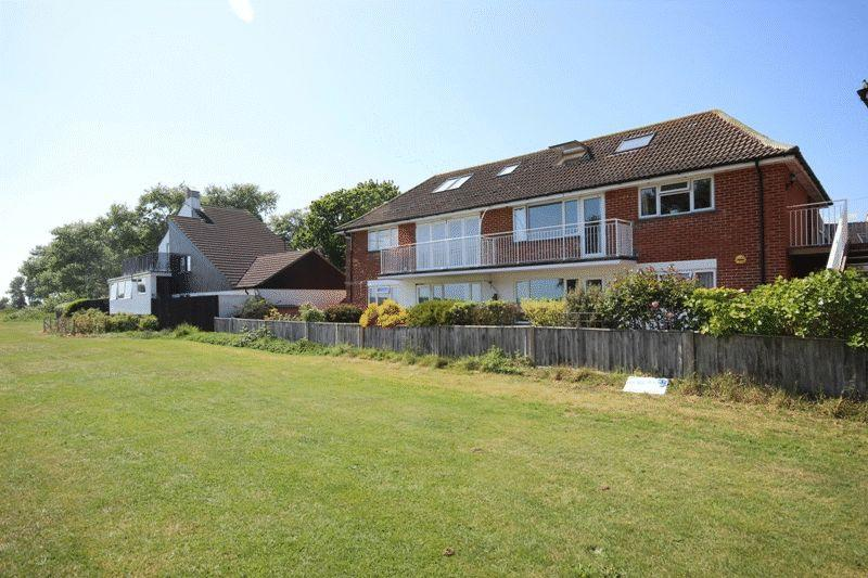 2 Bedrooms Apartment Flat for sale in STANPIT CHRISTCHURCH