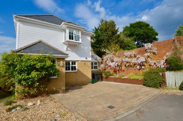 3 Bedrooms Detached House for sale in Stable Close, Langley Vale Epsom Downs, KT18