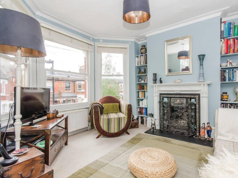 2 Bedrooms Maisonette Flat for sale in South View Road, N8