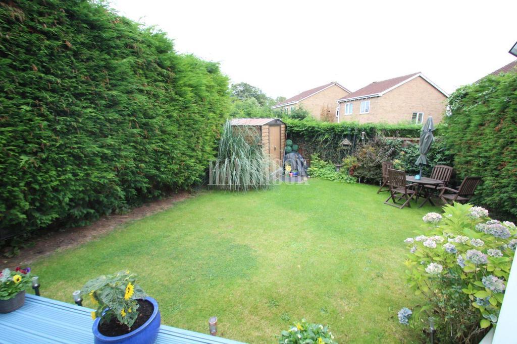 4 Bedrooms Detached House for sale in Gaunt Road, Bramley