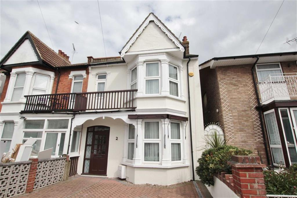 3 Bedrooms Semi Detached House for sale in Chester Avenue, Southend-on-Sea, Essex