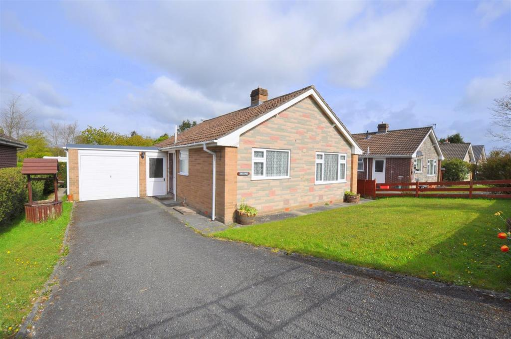 2 Bedrooms Detached Bungalow for sale in 41 Pentrosfa Crescent, Llandrindod Wells