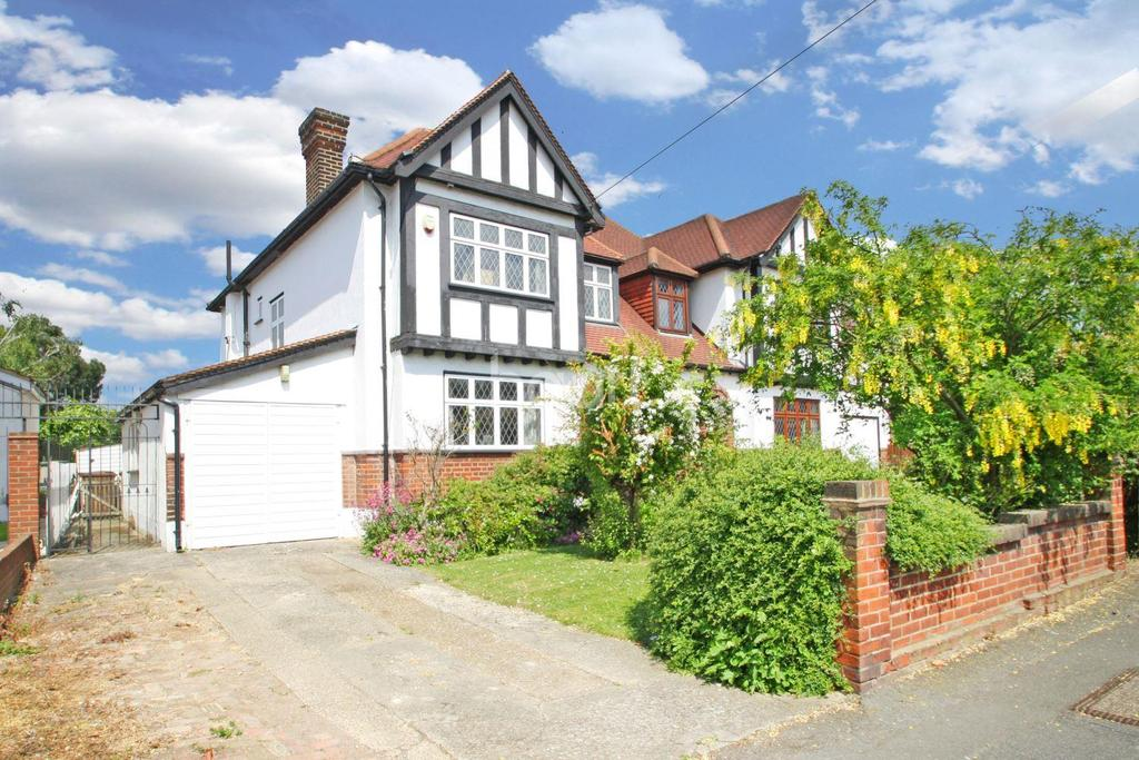 3 Bedrooms Semi Detached House for sale in Nevin Drive, North Chingford, E4